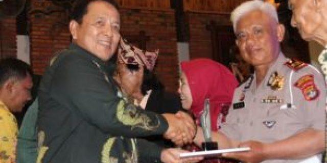 Kanit Turjawali Sat Lantas Polresta Bandar Lampung Iptu M.Anis Dianugerahkan Sebagai Tokoh Penegak Disiplin Berlalu Lintas Oleh PWI
