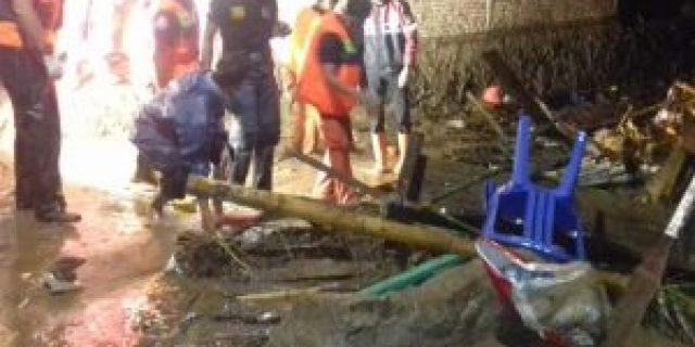 Banjir Bandang di Keteguhan, Satu Orang Meninggal Dunia, Dan Satu Orang Hilang Terbawa Arus