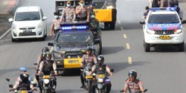 Kapolda Lampung Bersama Kapolresta Bandar Lampung Kerahkan 2 Unit Armada Watercanon Semprot Disinfektan