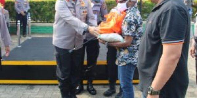 Polda Lampung Berikan Ratusan Paket Sembako