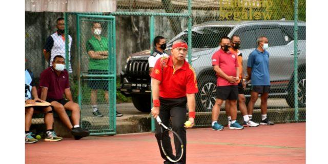Danrem 043/Gatam Lakukan Olahraga Tenis Berama
