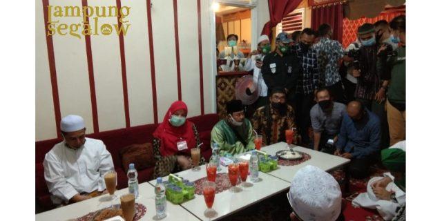 Eva Dwiana Beri Dukungan Syekh Ali Jaber