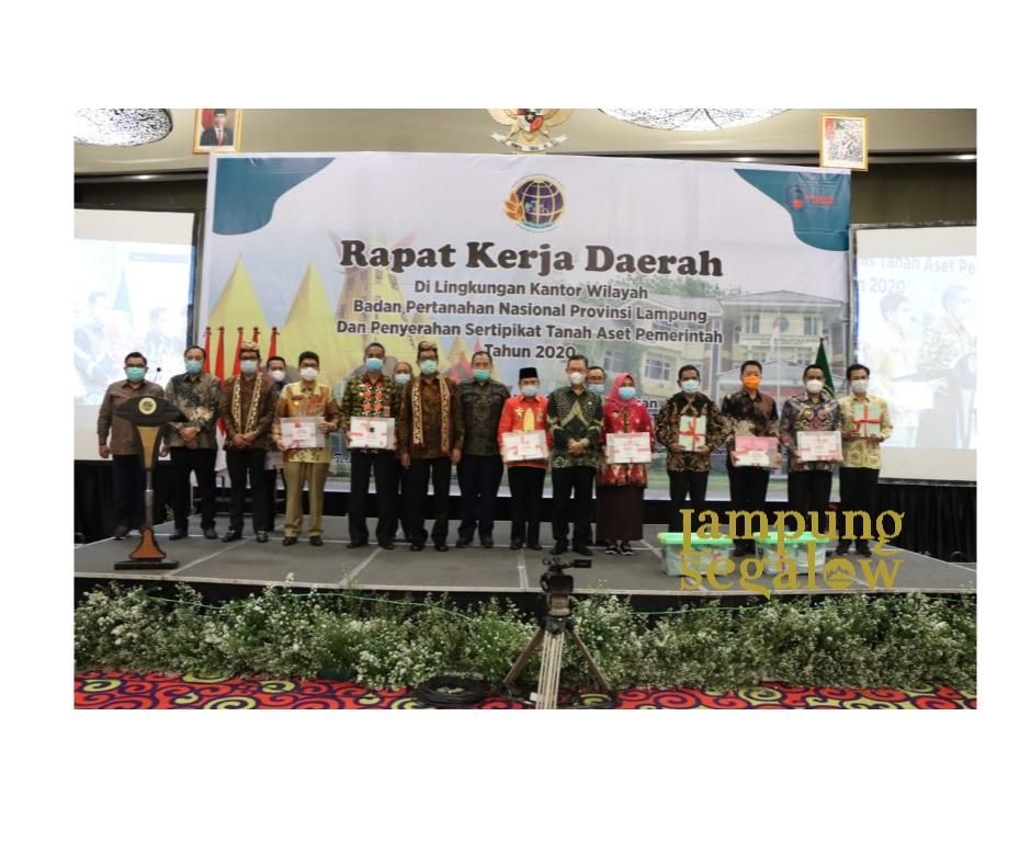 Sekda Provinsi Lampung Hadiri Penyerahan Sertifikat Jalan Tol, Tanah Aset Pemerintah, dan BUMN di Provinsi Lampung