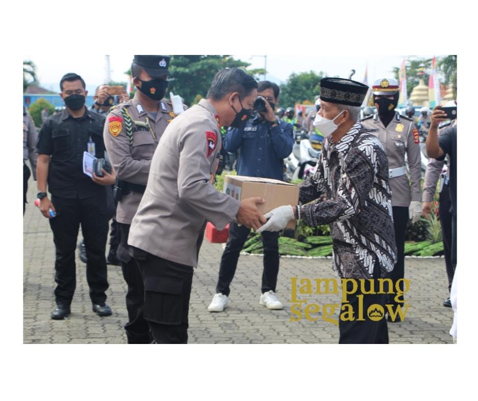 Bhakti Sosial Polda Lampung Bagikan 10.600 Paket Sembako dan 39.000 pcs Masker dan Handsanitizer