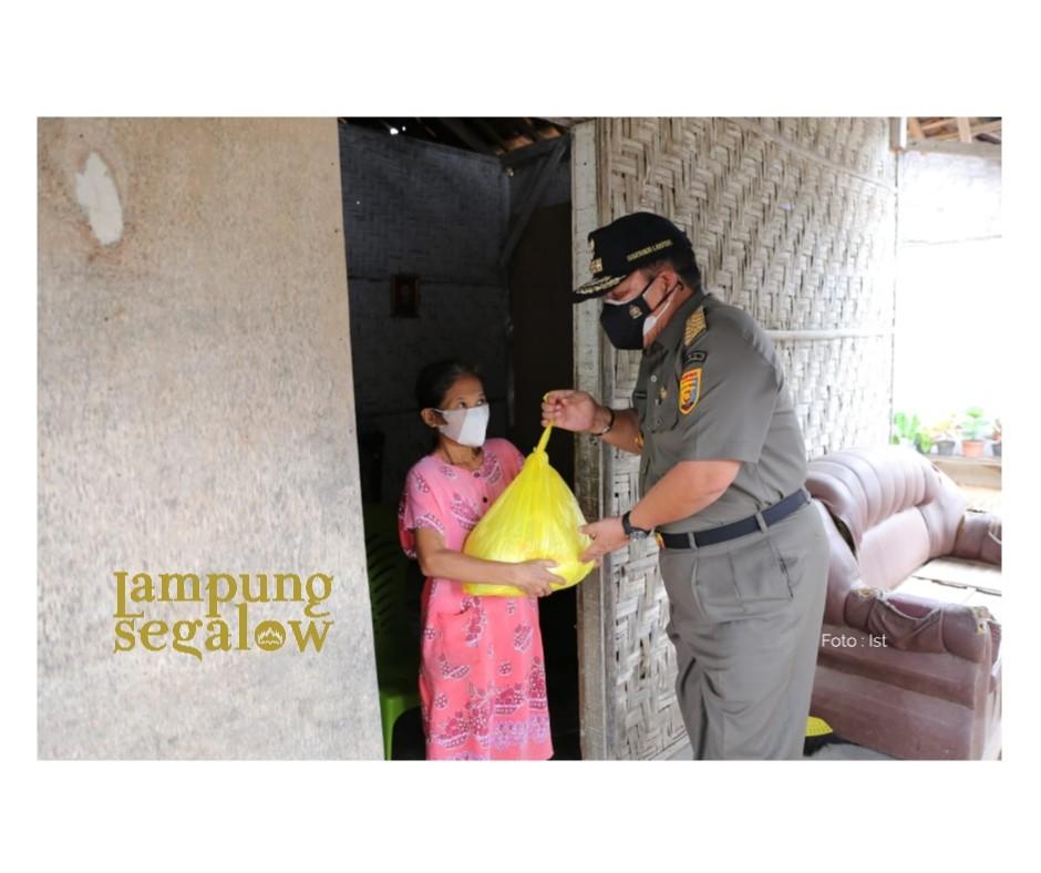 Gubernur Lampung Bantu Dari Pintu ke Pintu